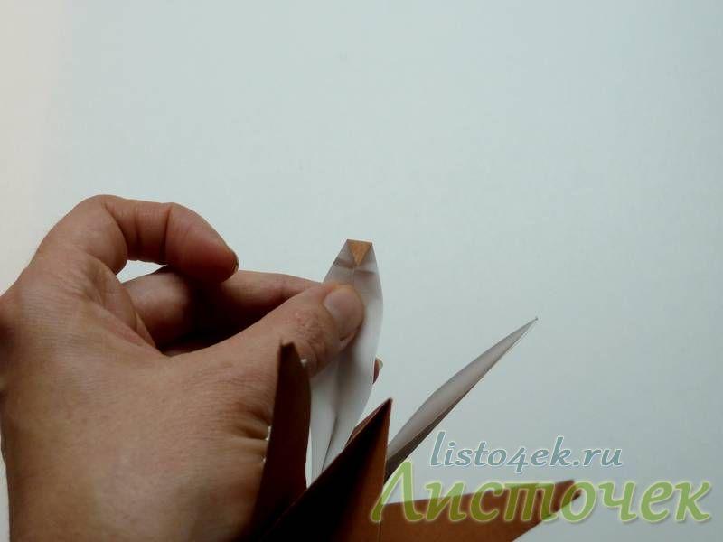 Загибаем острый кончик ноги  (примерно 5 мм.) внутрь