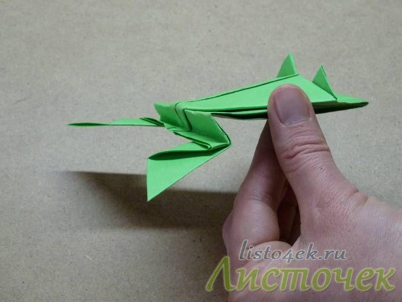 Меняя размеры этих изгибов можно сделать лягушку, которая будет прыгать далеко вперед, или вверх, или во обще делать сальто