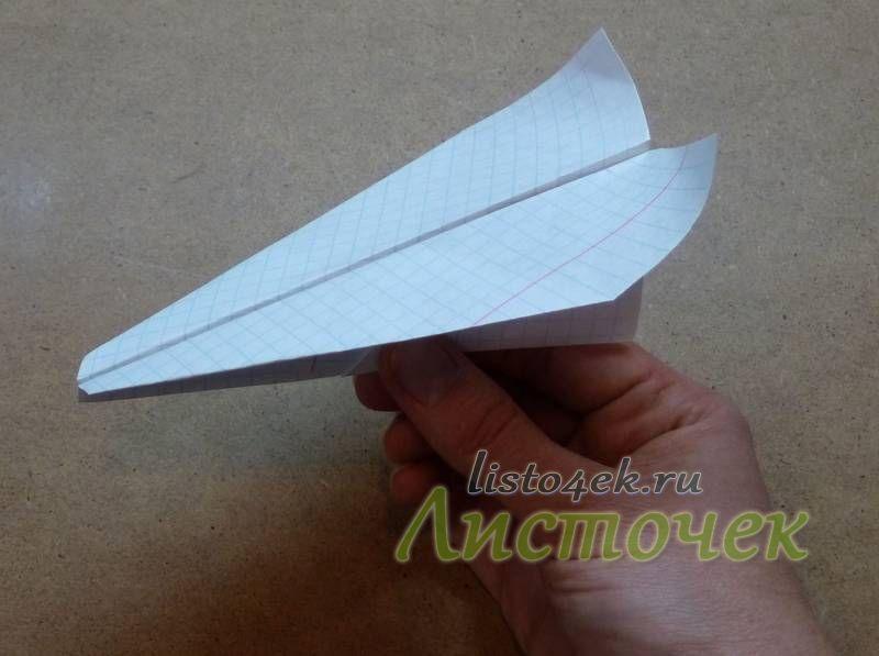 """Самолет может  делать мертвую петлю или так называемую """"петля Нестерова"""", если немного подкрутить крылья вверх"""