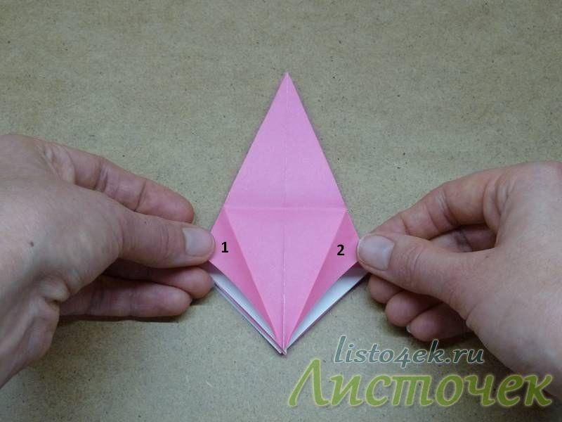 11. Разворачиваем. Дальше нам надо загнуть треугольники 1 и 2 внутрь