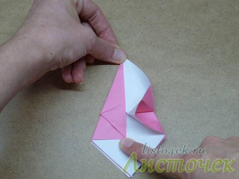 Треугольники 1 и 2 загибаем на изнаночную сторону, и как бы растягиваем точки 3 и 4. Точку 3 тянем к верхнему углу, а точку 4 - вниз