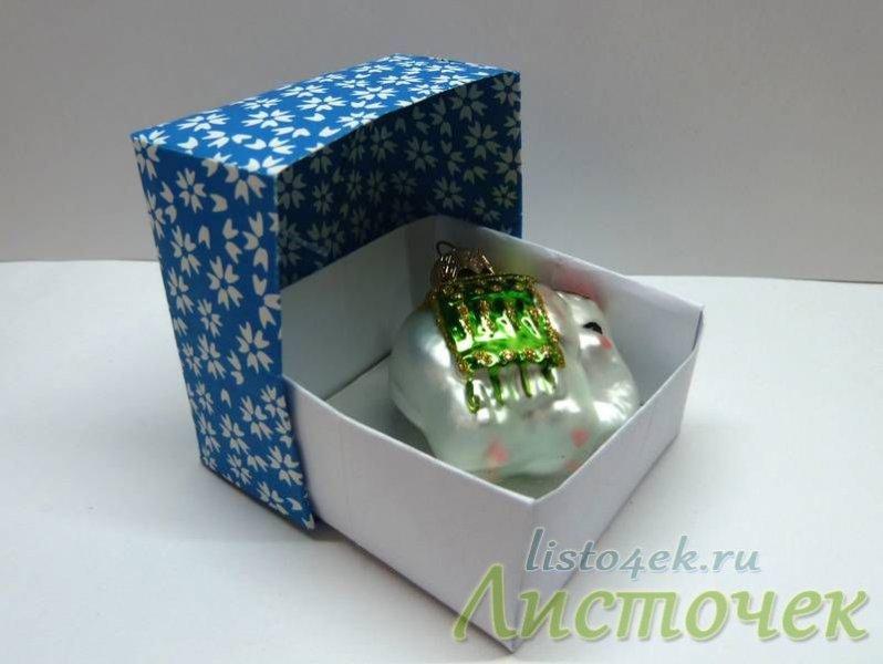 Коробочку из бумаги можно использовать в качестве упаковки подарка