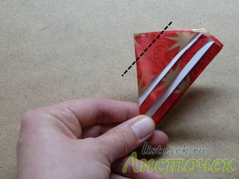 Заворачиваем треугольник как показано на фотографии