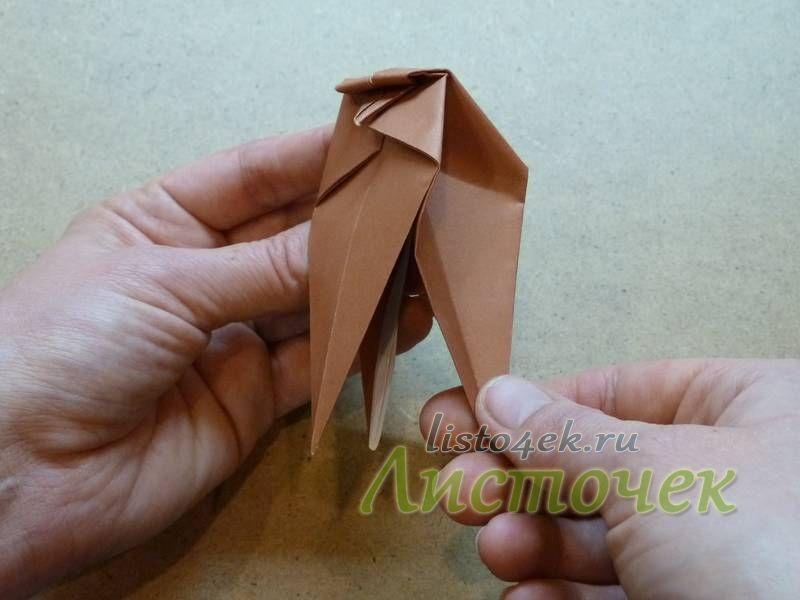 Раздвигаем верхний и нижние слои фигурки и из среднего слоя формируем крылья