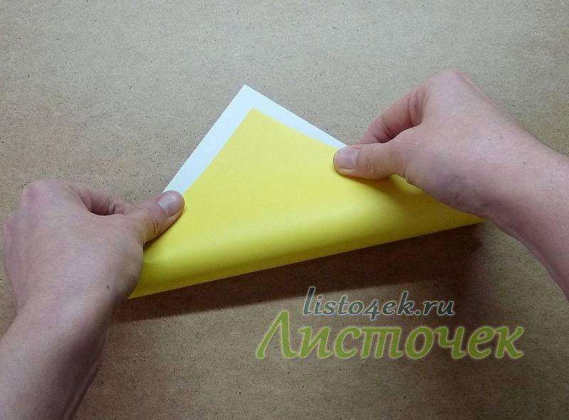 Складываем лист пополам по диагонали