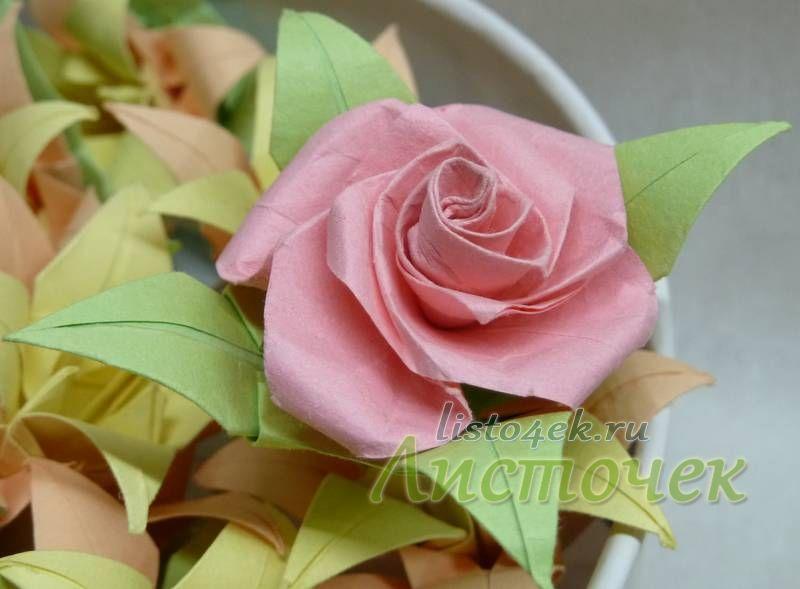 Красивой розе, даже бумажной можно всегда найти применение, например, подарить девушке или дополнить подарок