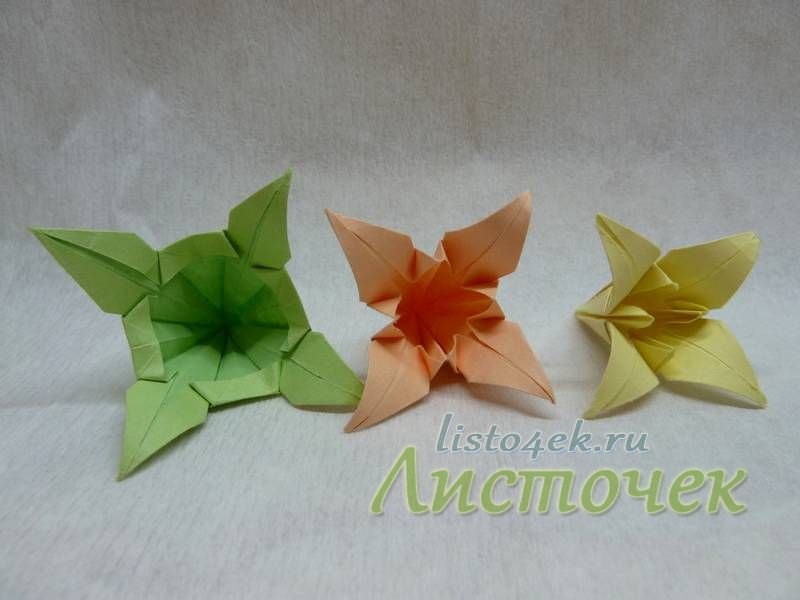 Каждый цветок кусудамы состоит из трех модулей. Лепестки накручиваем на карандаш