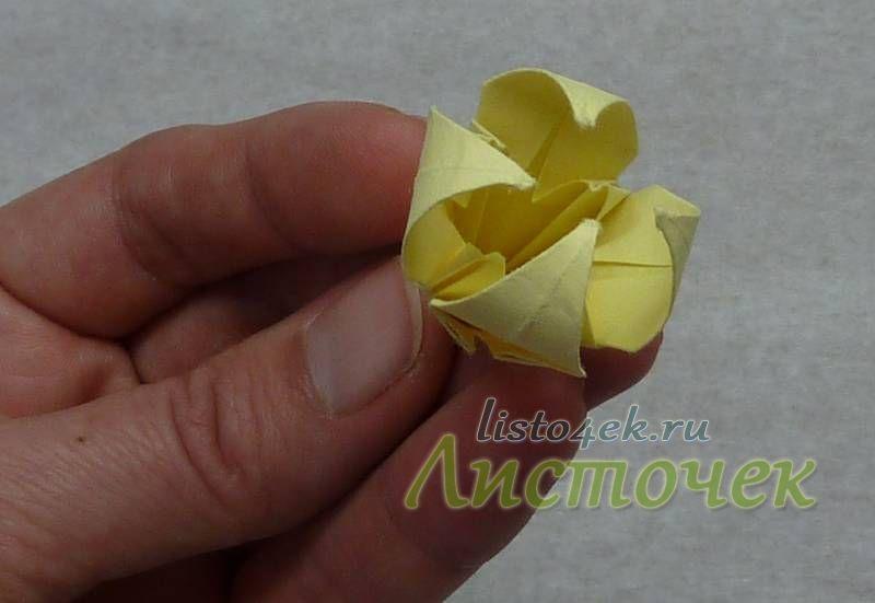 При накручивании лепестков внутрь даже обычный модуль лилии выглядит иначе