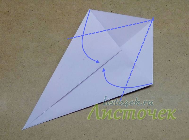 Две другие стороны так же сгибаем к диагонали