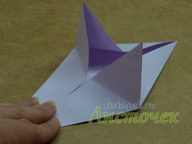 В центре появляются два торчащих вверх треугольника