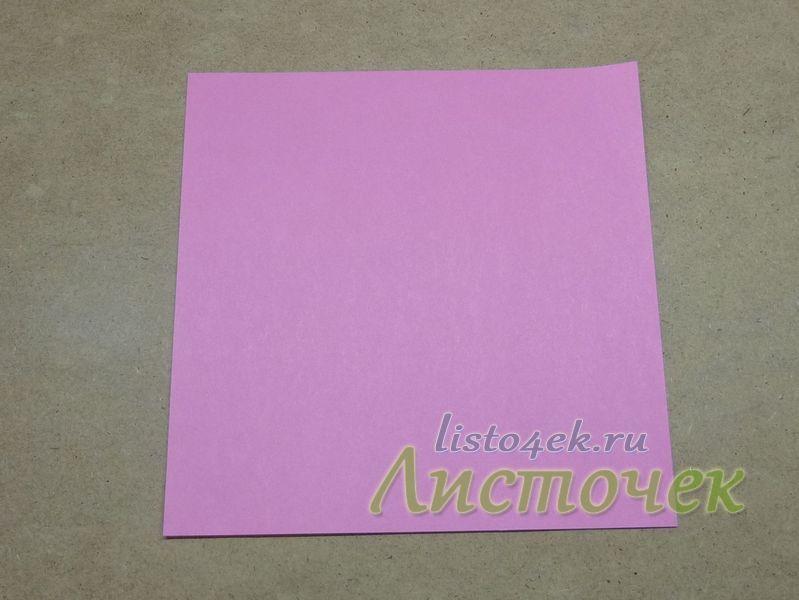 Берем квадратный лист бумаги (цветной стороной вверх)