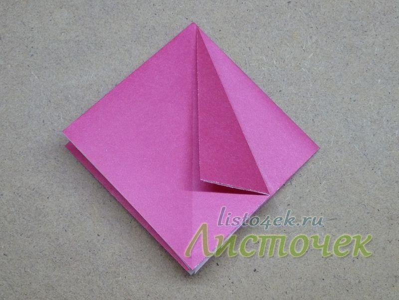 Выравниваем боковую сторону квадрата по центральной оси