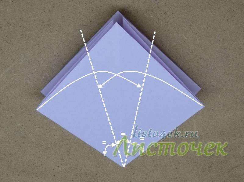 Готовую базовую основу располагаем открытым углом вверх, глухим - вниз. Стороны квадрата из глухого угла складываем так, чтобы угол разделить на три равные части