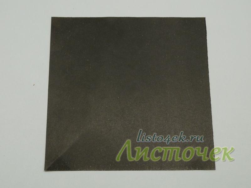 Модель летучей мыши делается из квадратного листа бумаги. Размер произвольный