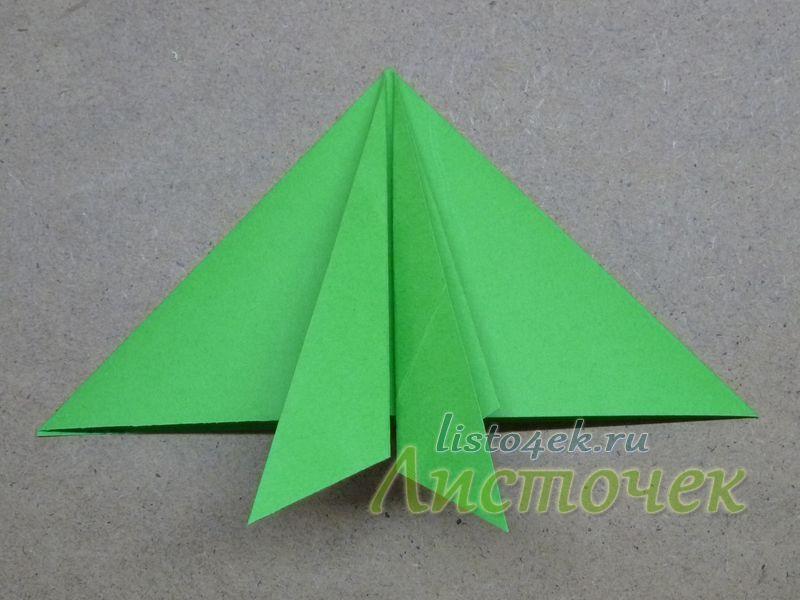 Получаем в центре два маленьких треугольника