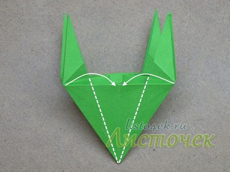 11. Сгибаем нижние стороны с двух сторон к центру