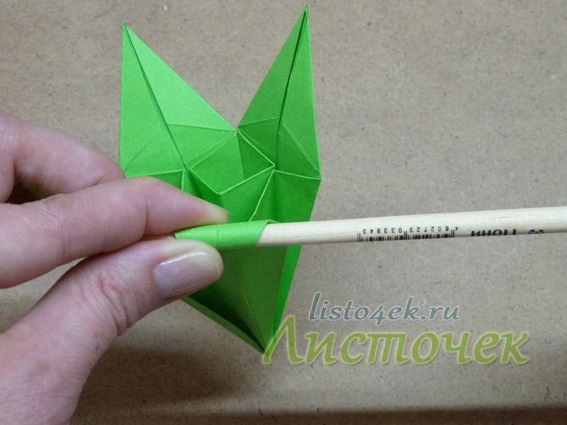 Каждый лепесток можно подкрутить с помощью карандаша или деревянной палочки