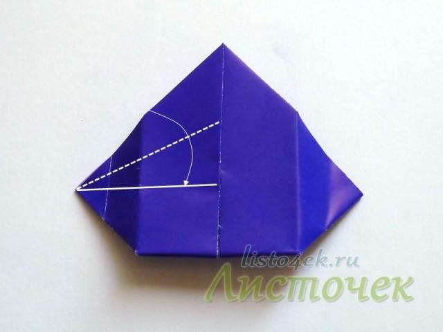 От верхнего угла отделяем одну половинку верхнего слоя