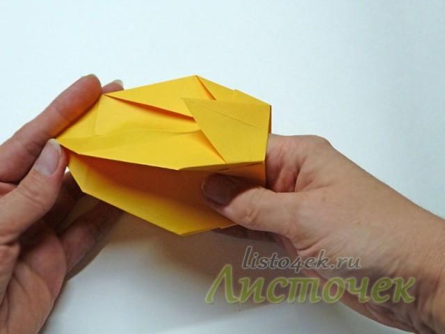 Пальцами выравниваем боковые стенки