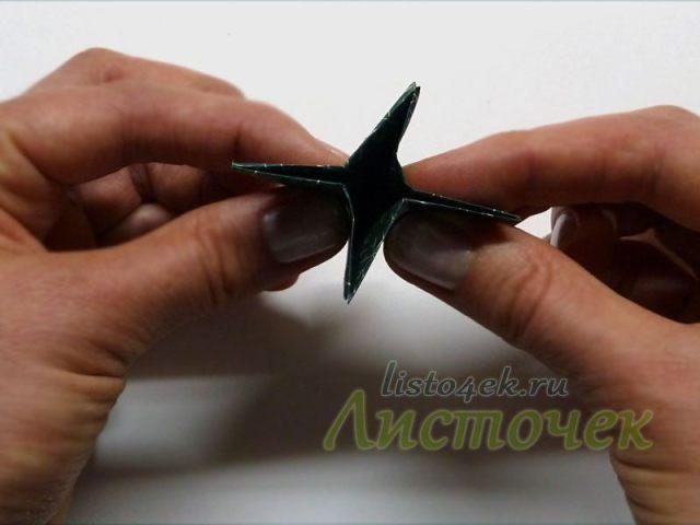 Треугольники заправляем внутрь, а фигурку сдавливаем со всех сторон