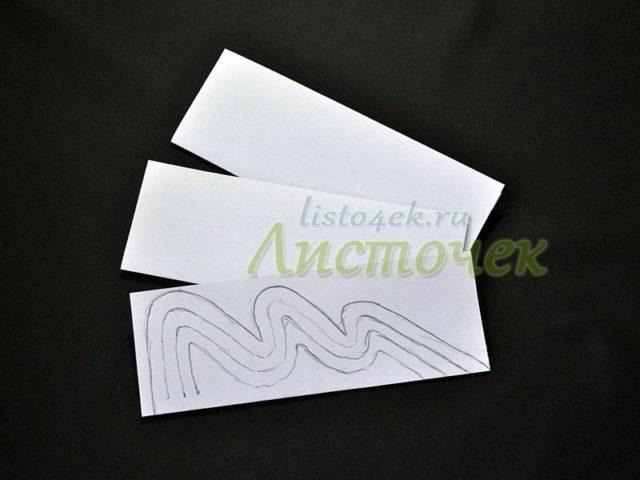 В шаблон вкладываем подготовленные листы бумаги